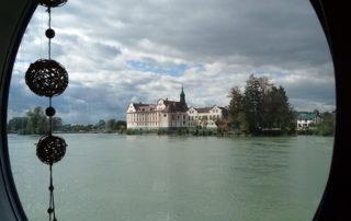 Blick vom Schiff aus auf Kloster Neuhaus